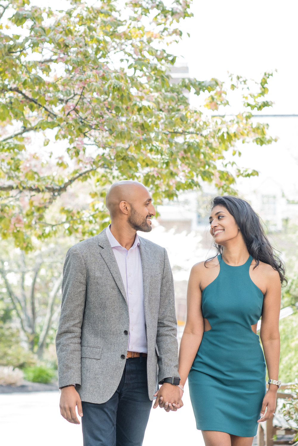 PRINCETON ENGAGEMENT, COUPLE WALKING, BEAUTIFUL TREE, COUPLE IN FRONT OF BEAUTIFUL TREE