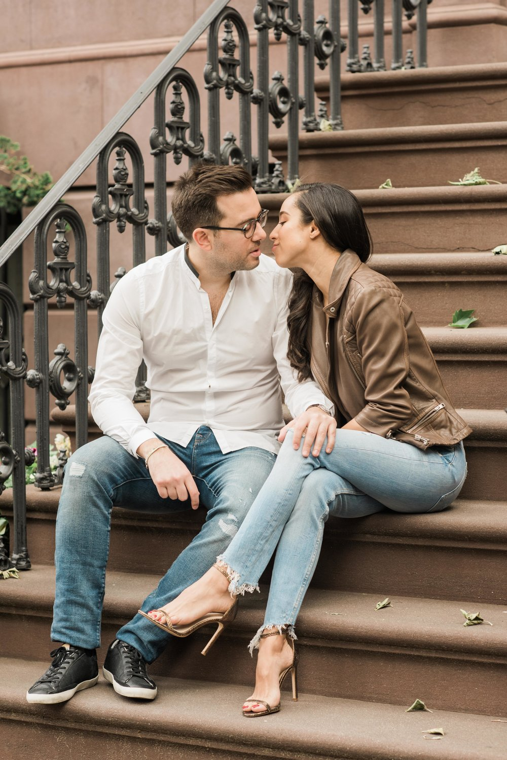 COUPLE KISSING ON STEPS, BROWNSTONE ENGAGEMENT PHOTO, BROWNSTONE IN WEST VILLAGE, WEST VILLAGE ENGAGEMENT, SOHO ENGAGEMENT, BEAUTIFUL COUPLE