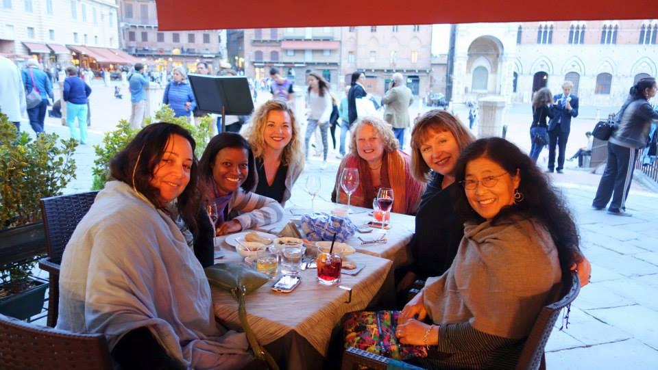 Tuscany2014WomeninSienna.jpg