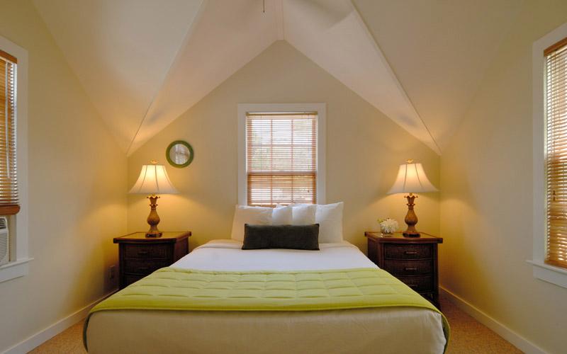Merlin-2-Bedroom-Cottage-Bedroom800x500.jpg