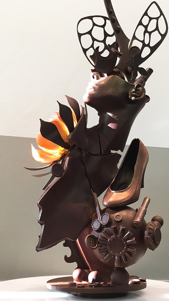 8-4 Chocolate Showpiece-percent.jpg