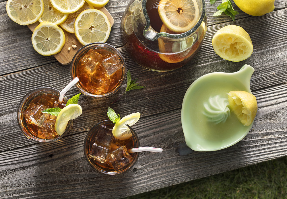 beverage photography of iced tea and lemonade