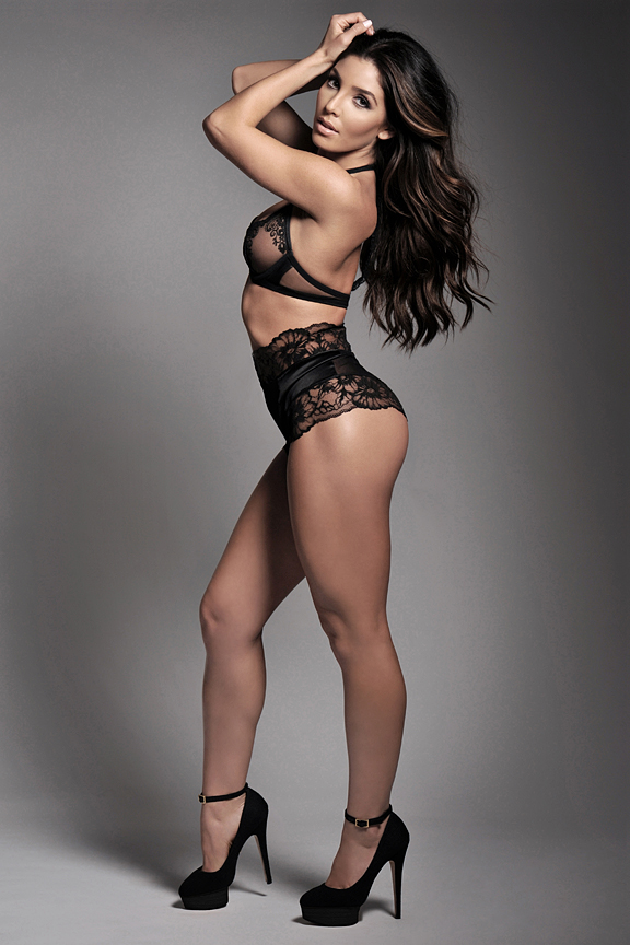 Model — MAE + Melissa Molinaro