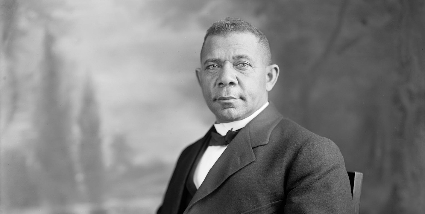 biography of booker t washington Booker t washington born a slave on a virginia farm, washington (1856-1915) rose to become one of the most influential african-american intellectuals of the late 19th century.