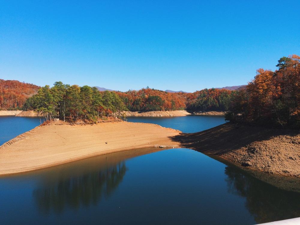 overlooking-Fontana-Dam