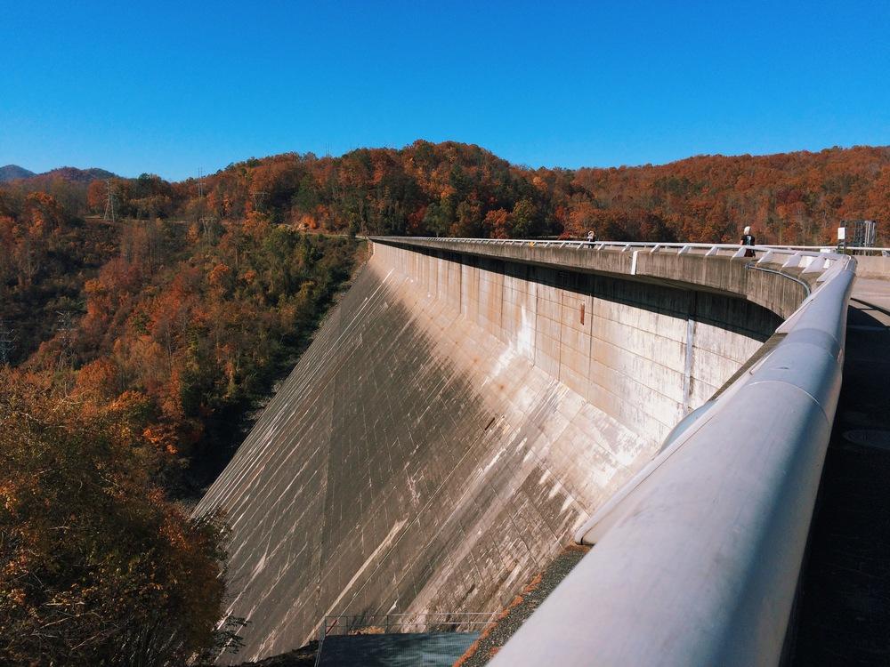 Fontana-Dam-side