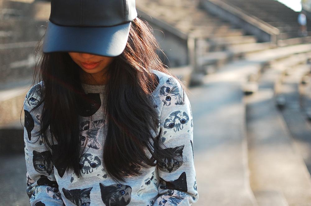 H&M-cat-sweatshirt-and-leather-cap