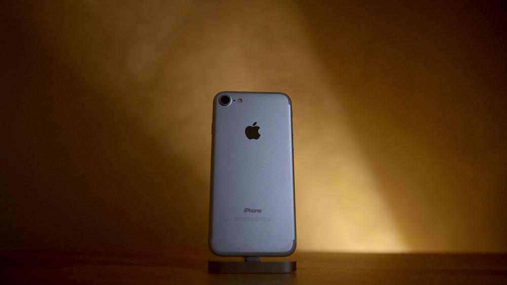 Austin Evans - Is The iPhone 7 Plus Worth It?