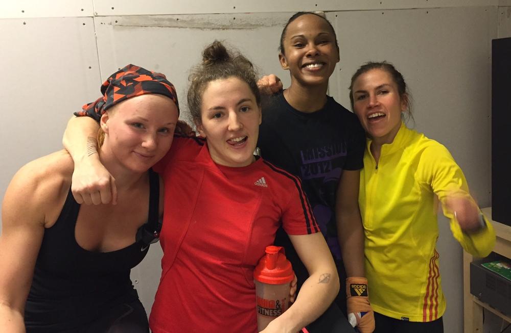 Lucy 64 kg, Mia 54 kg , Fadma 57 kg och Lise 48/51 kg