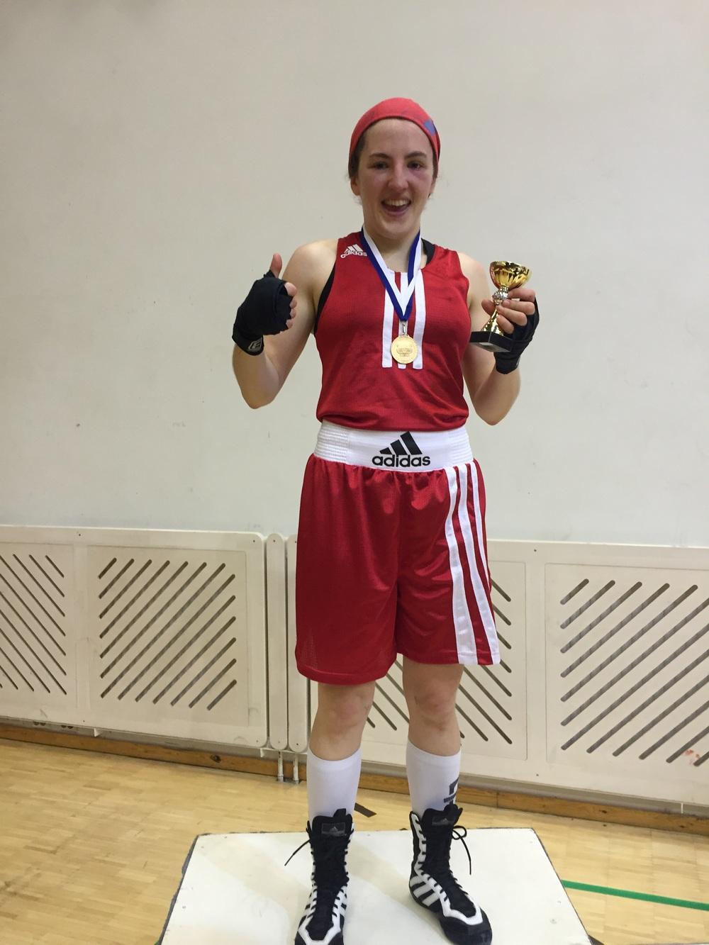 Mia grym Final match , Mia boxade ryskan ut totalt första ronden .Grattis Mia !