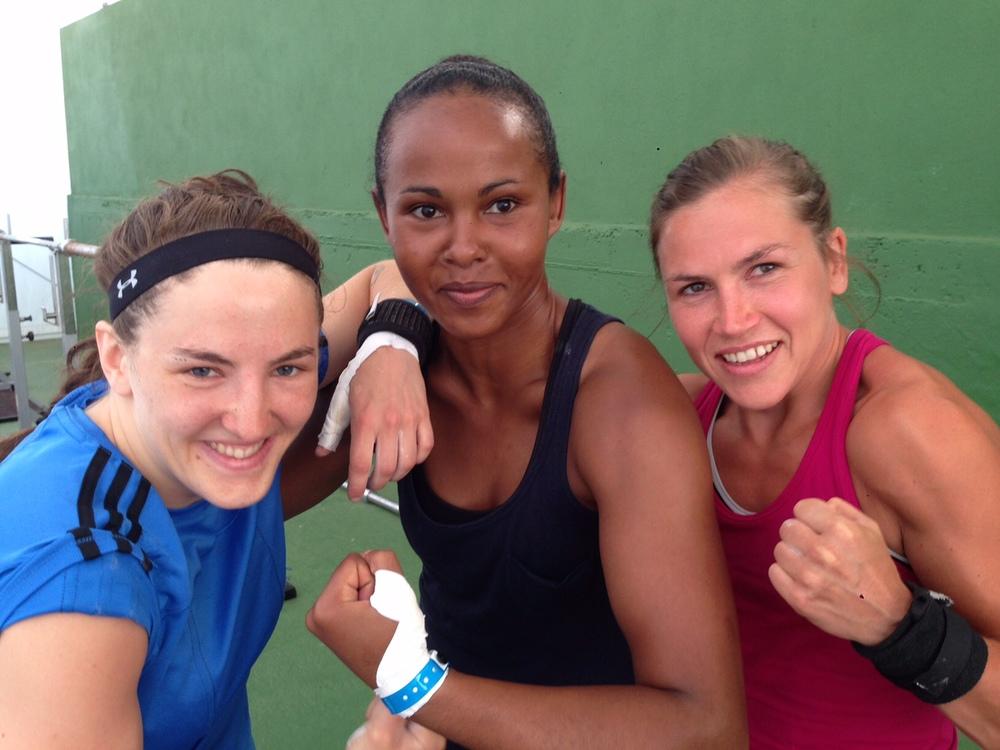 Mia , Fadma och Lise kommer hålla träningen tillsammans eller var och en . Definitvt coola tjejer och förebilder för små örnen tjejer !