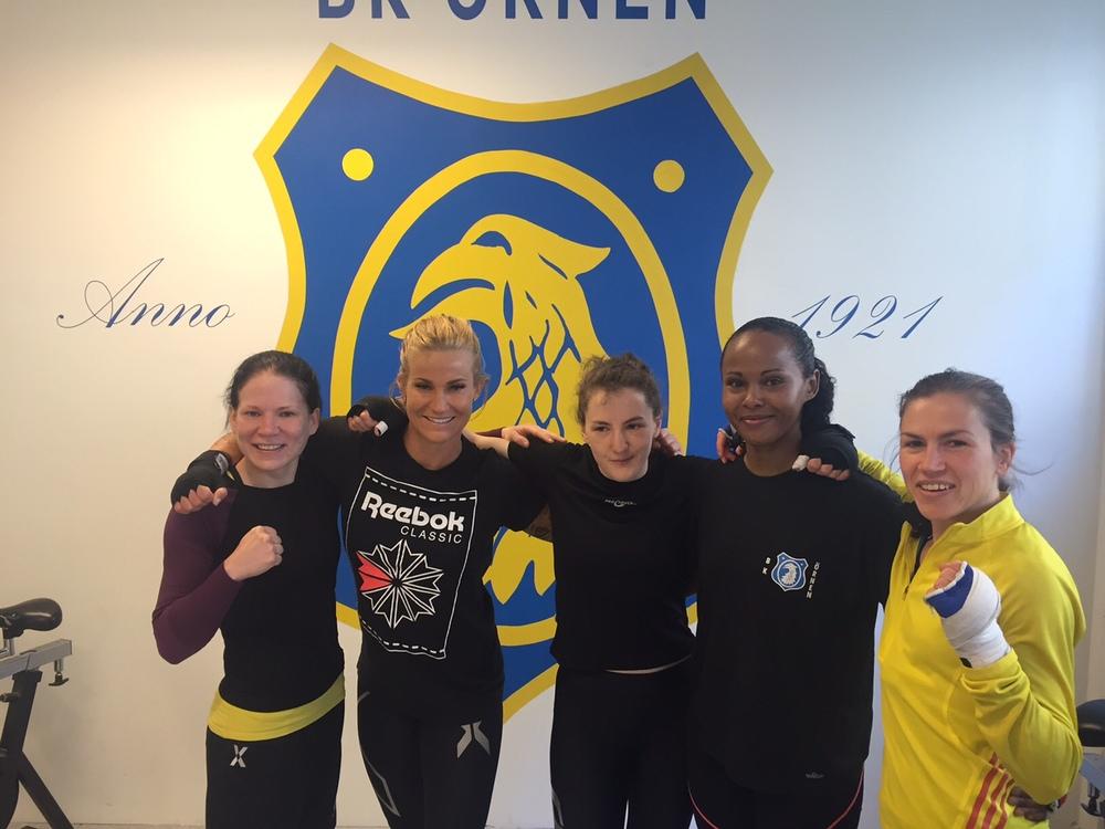 Finska Ettan i 51 kg Satu Lehtonen , Thai Boxare Madeleine Vall och våran match tjejerna sparrade tillsammans och toppar former mot SM, grymt Tjejerna !