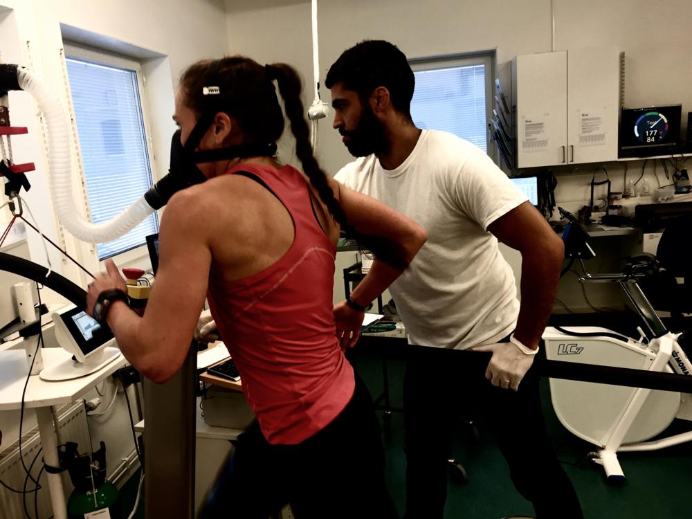 Grunduppbygnads perioden påbörjas med VO2MAX test som bli grundvärde för att kunna kontrolera resultaten av träningen 12 vecka senare.