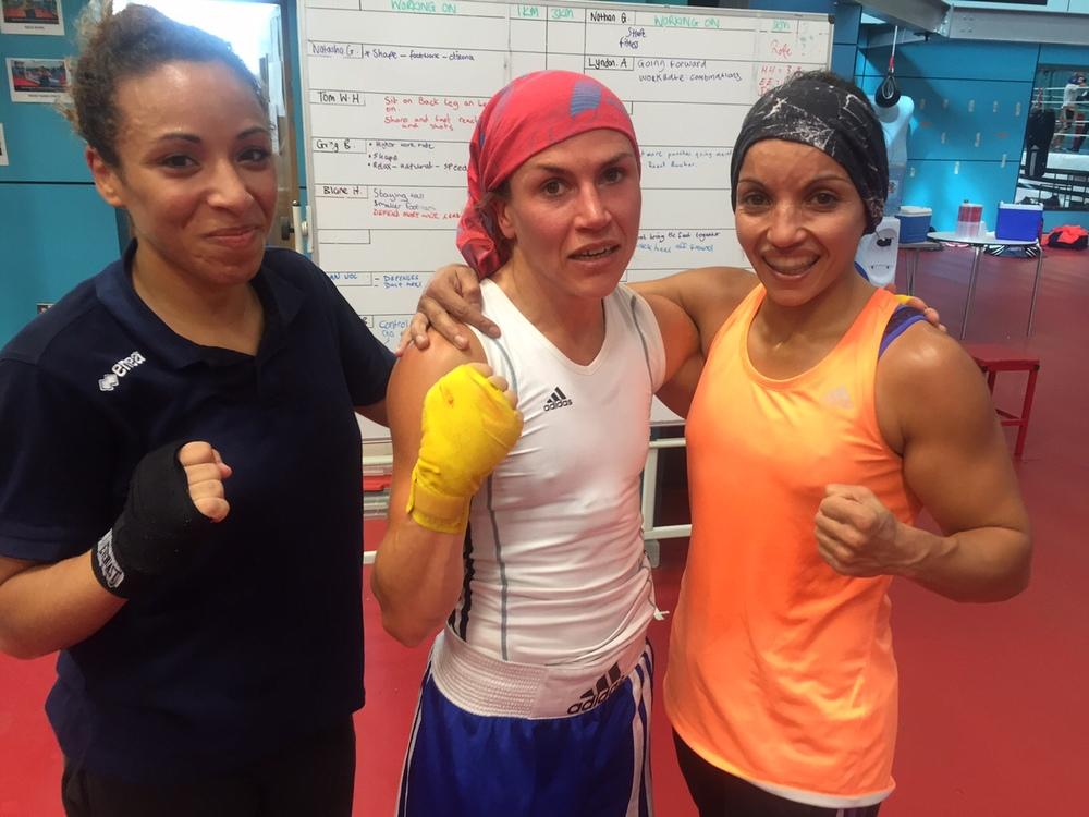 Wassila le khadi, Lise och Sara Ourahmoune. Tuff sparring.