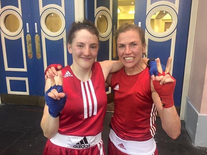 Mia Bromander ( vänster ) fick chansen att representera Sverige och gjorde sitt landslag debut mot Finland. Lise Sandebjer ( höger ) var väldigt glad att kunna få sitt många åriga klubb kompisen med .