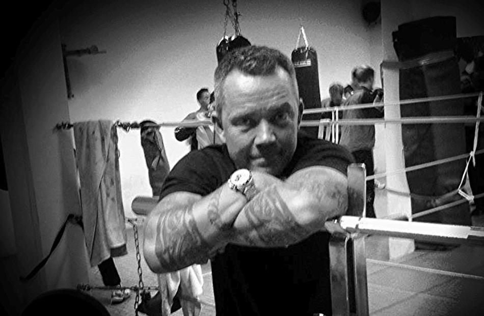 Team Perkeles tränare Petri Eriksson har under tio år coachat ideellt för BK Örnen, 4-6 ggr i veckan året runt. Både för motionärer och matchboxare.