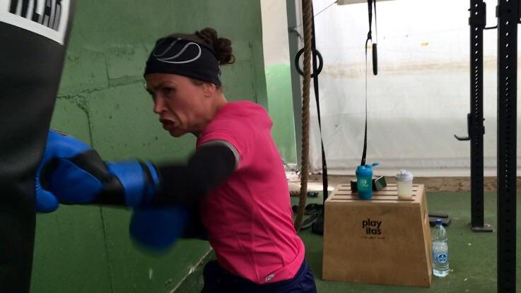 Playitas monterar upp en boxnings ring om så önskar. Den här läger behövde vi bara en säck att köra grenspecifik träning.