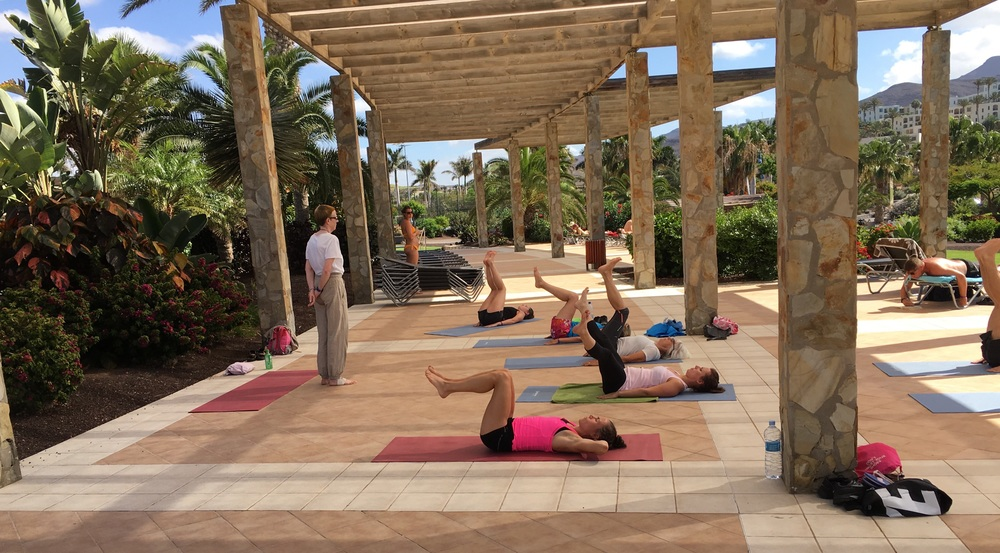 Playitas har flera yoga pass att välja och det är utmärkt att ha yoga i mellan förmiddag och efter middag pass.
