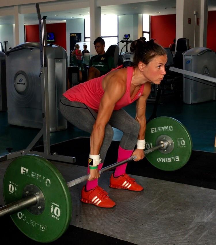 Playitas har 2 lyft möjligheter. En är en vanlig styrka gym och en är 2 st lyftpodier , där kan man släppa vikterna utan någon störs :)