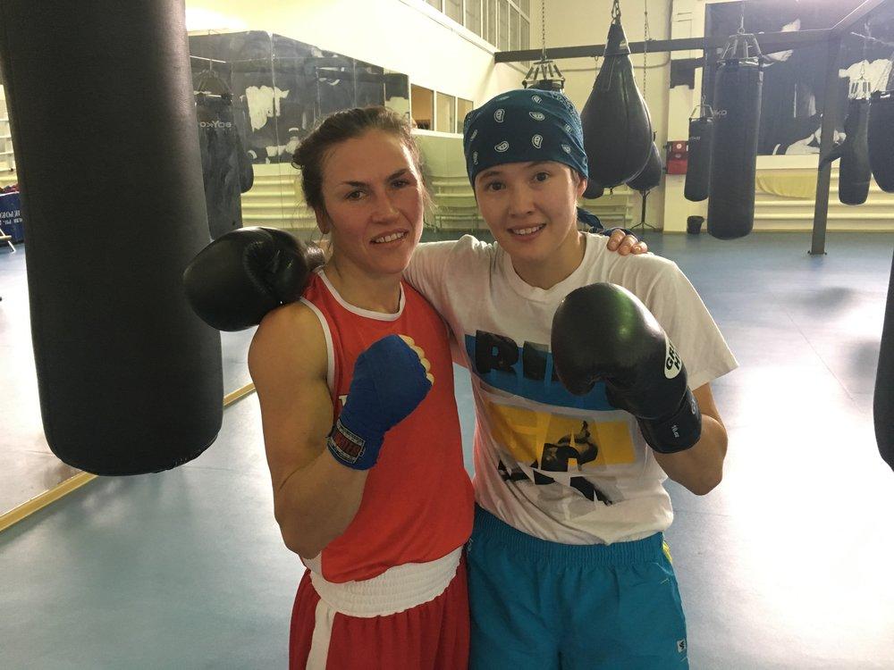 Nazym Kyzaibay två fallig världsmästare och regerande världsmästare i 48 kg.