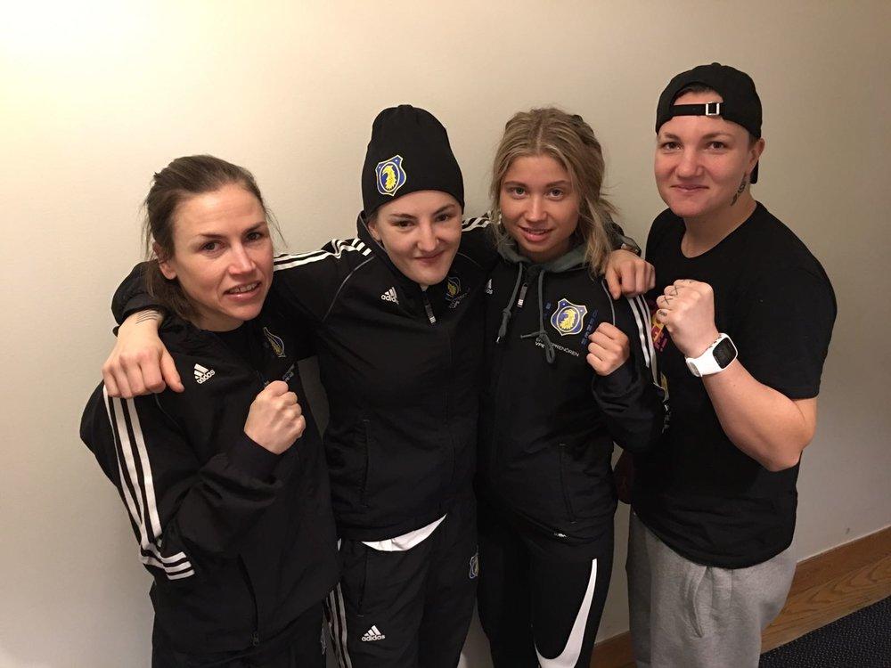 Från vänster ; Lise Sandebjer 48kg ,Mia Bromander 54 kg ( tävlar ej ) Boy Martin 54 kg och Finska Elina Gustafsson 75 kg
