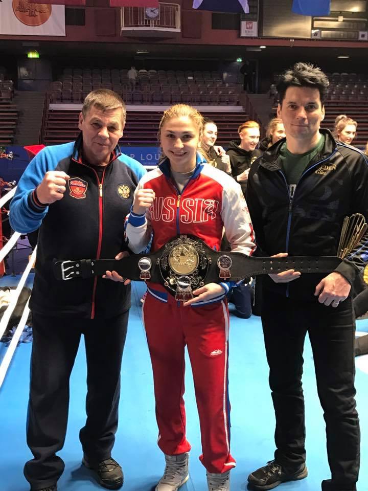 Från vänster Tränare Igor Avagyan ,Rysska 57 kg golden girl Tanya Zrazhevskaya och eldsjälen Ray Husac som arrangerar hela GG turneringen.