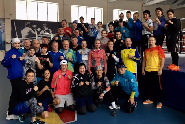 Kazak träningsläger med 30 tjejer !