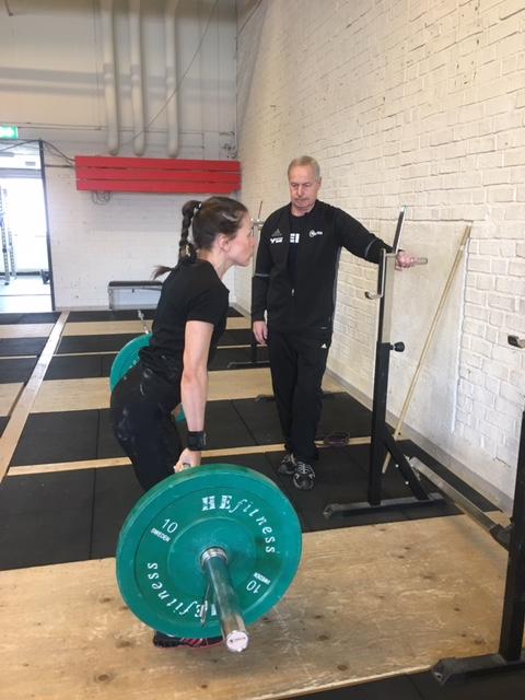 Lise och Jussi kör Hypotrofi styrka för att öka Lises muskelmassa.