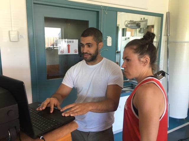 Juan och Lise checkar speed styrka pass resultat.