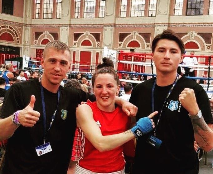 Glad boxare och nöjda coacher.