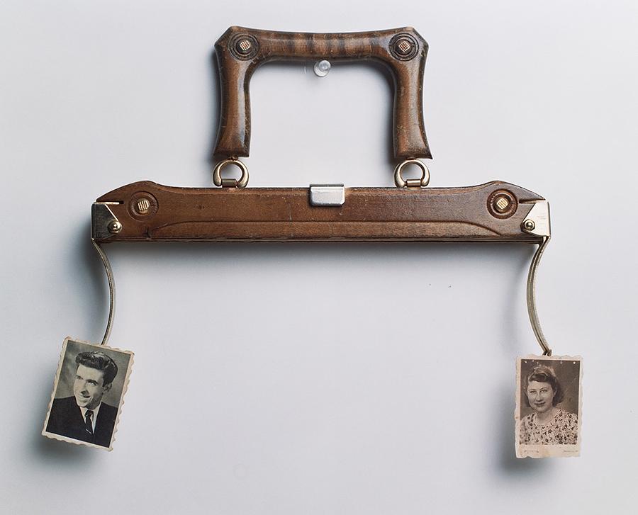 33x28x4cm  תיק אישה  עץ, מתכת ונייר צילום    Handbag  Wood, metal and photo-paper