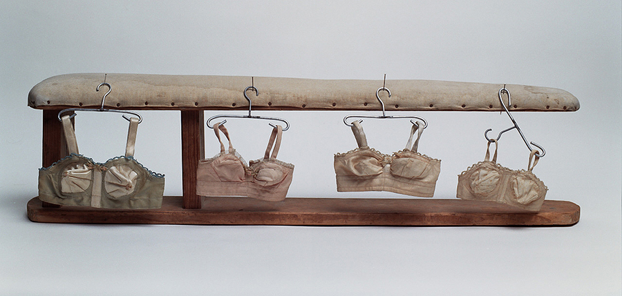 10x8x45cm  אישה  עץ, בד ומתכת    Women  Wood, fabric and metal
