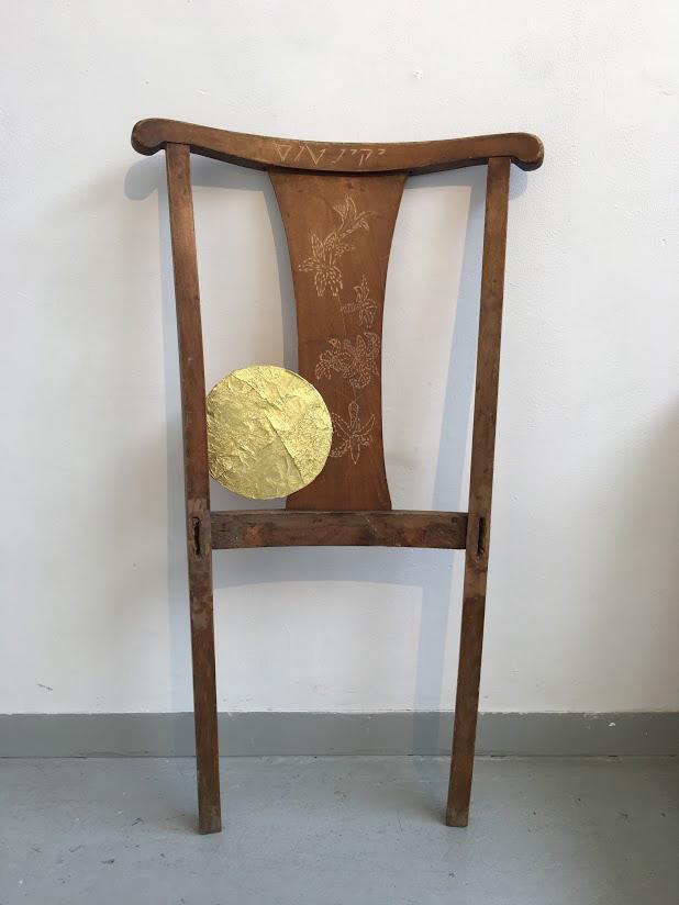 82x52x3cm  כיסא גבר - יקינטוס- 2017  עץ, קרטון ונייר זהב    Male chair -Yakinthos  Wood, Carton and Gold paper