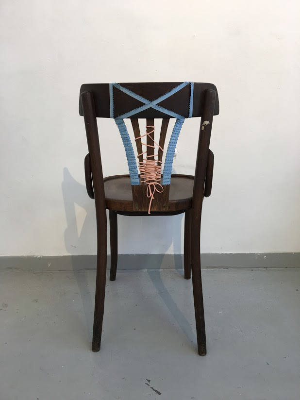 75x49x40cm  כיסא מחוך- 2014  עץ, שרוכי כותנה    Corset Chair  Wood and Cotton yarn