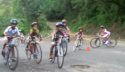 Young members of the CICLEB academy doing bike handling drills in Ciudad Bolivar