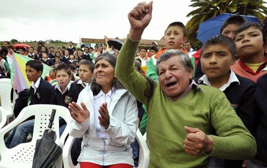 Quintana's faimly in Combita's town square (Photo: El Tiempo)