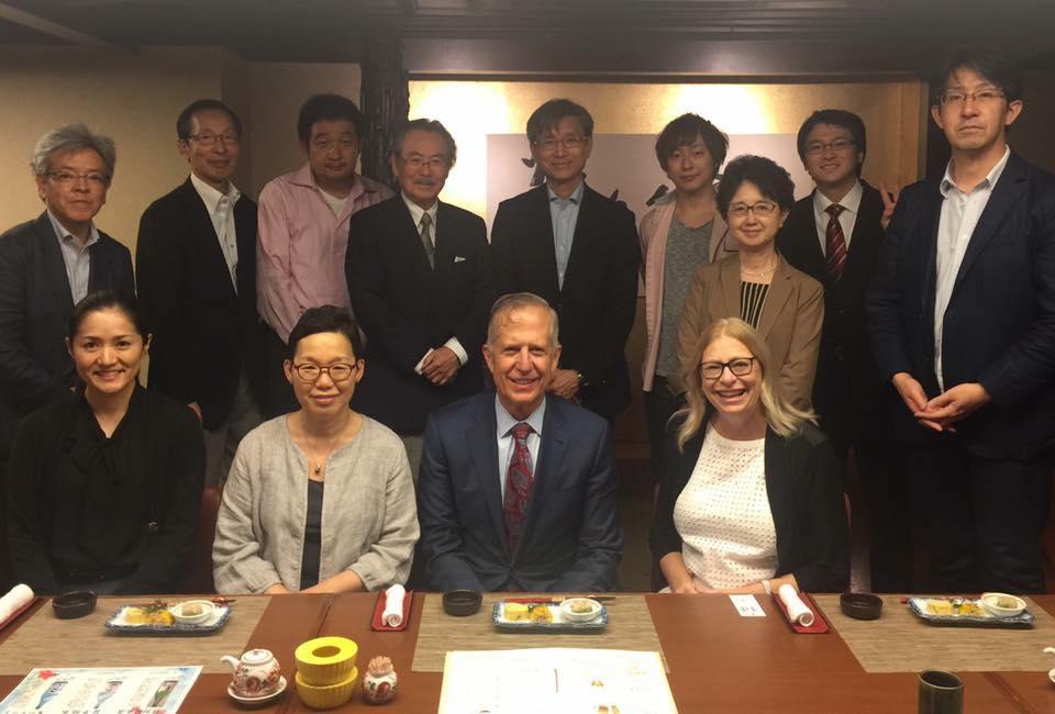 ▲去年我与脑瘫中心的团队在日本,参加当地的一个儿科会议,并做了脑瘫研究方面的专题报告。近年来我们奔走于很多国家,希望将我们的经验与影响力扩散到全世界。