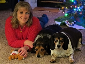 Kristin with her Beagles, Peyton and Minnie.