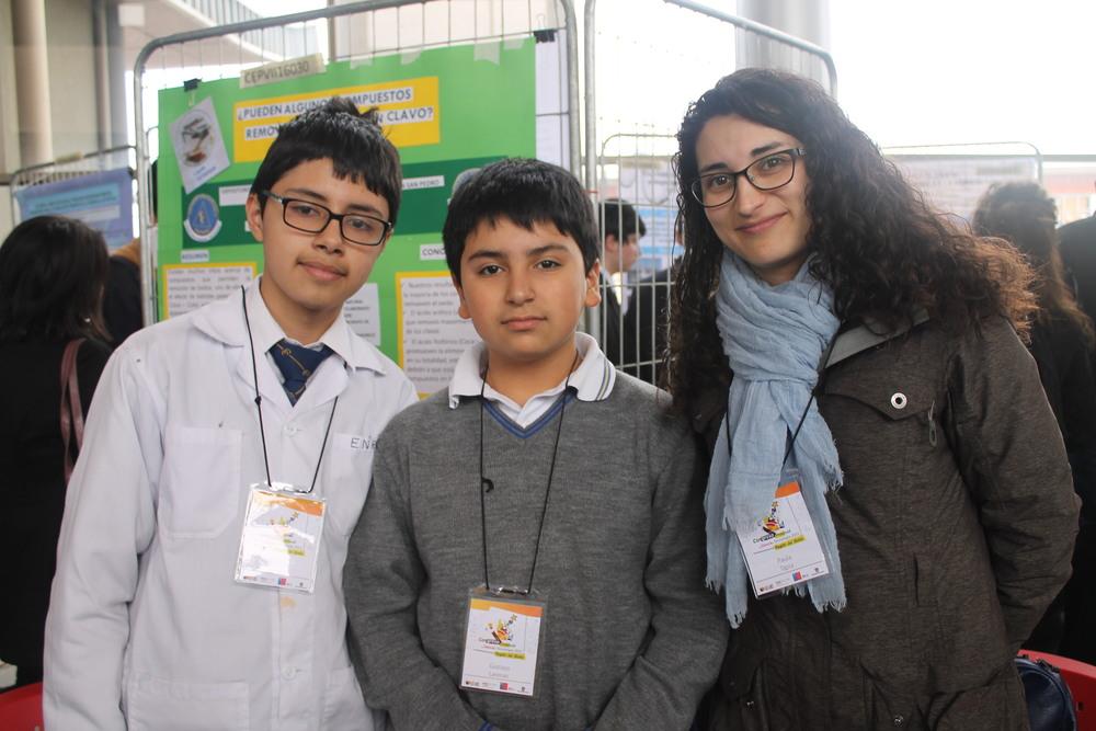 Enrico García González, Gustavo Alonso Larenas Cortés, Prof. Paula Andrea Tapia Toledo, Colegio Concepción San Pedro.JPG