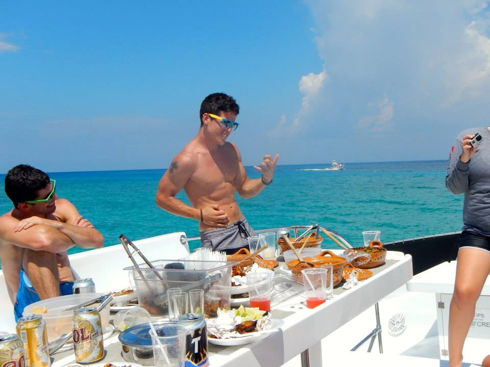 eating-on-playa-del-carmen-boat-tour.jpg