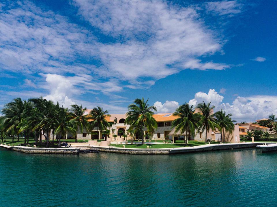 marina-puerto-aventuras-boat-tour.jpg