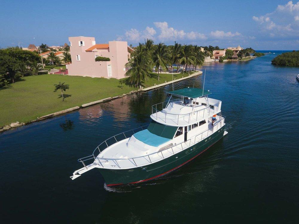 yacht-puerto-aventuras.jpg