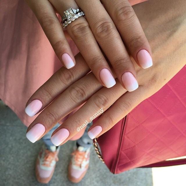 Нежно розовый с белым.