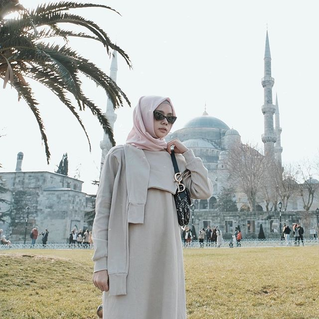 So very thankful 🙏🏻✨ Lovely top by @dailydarling 😍 #dailytinaturkey #travelling #explore #turkey #hijabfashion #hijabstyle