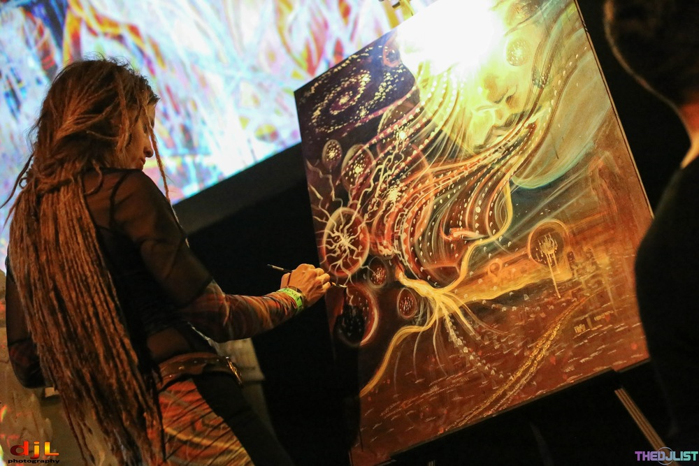Amanda Sage  live painting during the LA Gem & Jam Pre-Party