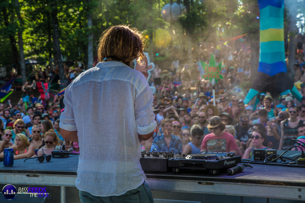 Thomas Jack got the crowd moving for an afternoon set of Tropical House at the Satellite Stage