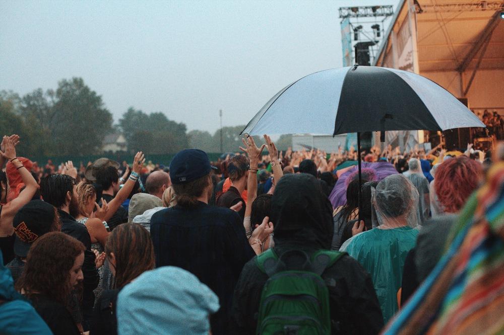 Fans brave the rain at Weezer