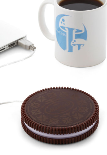Source: http://www.modcloth.com/shop/computer-accessories/one-hot-cookie-mug-warmer