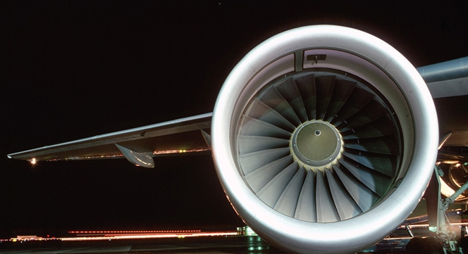 Image of one of the engines powering a B-757-200.