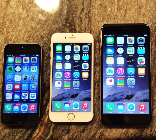"The new iPhone lineup.  From Left to Right: 4"" iPhone 5S, 4.7"" iPhone 6, and 5.5"" iPhone 6 Plus."